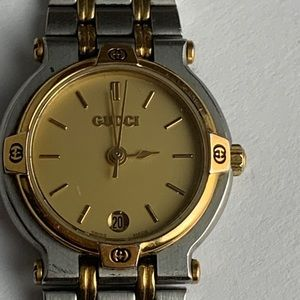 Authentic Gucci 9000L Ladies Gold Steel Watch